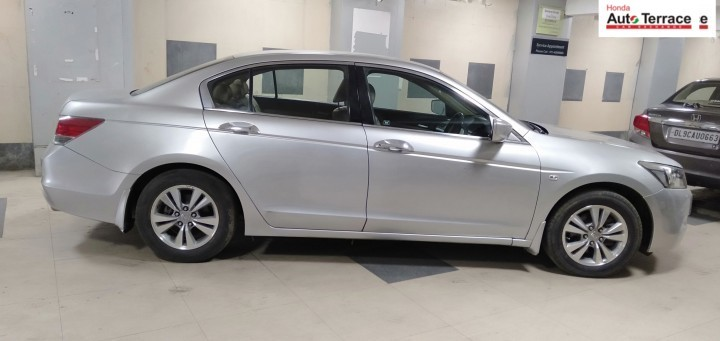2010 HondaAccord 1.8 MT